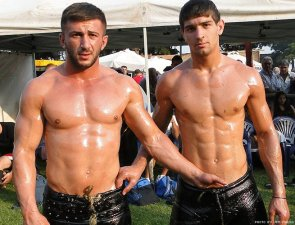 greek-wrestlers-by-jim-mavro-001