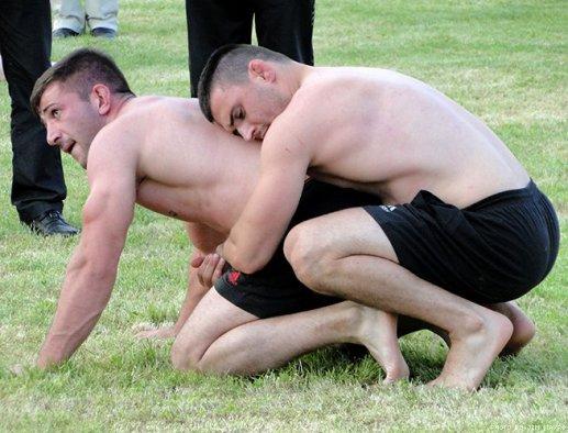 greek-wrestlers-by-jim-mavro-002