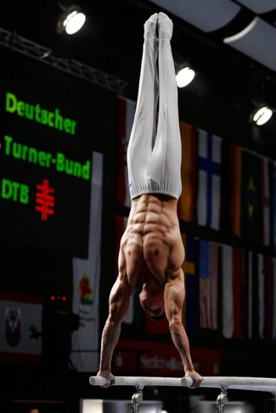Gymnasts-Sculpted-Abs-401x600